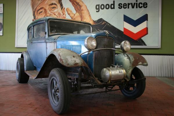 1932 Ford Victoria Front Corner