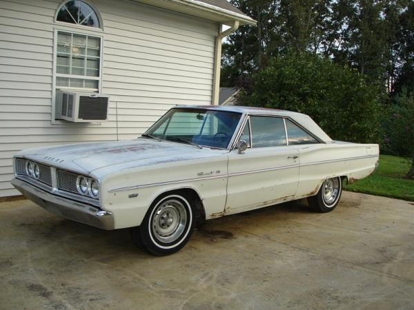 1966 Dodge Coronet 383 Front Corner