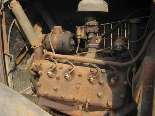 Ford V8  1932 Ford Model 18 Tudor