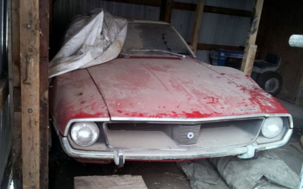 1971-amc-javelin-sst-in-the-barn