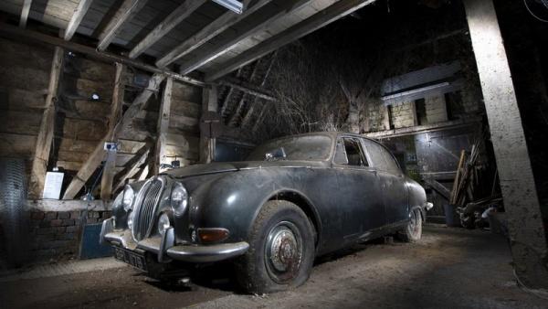 1964-jaguar-s-type-barn-find