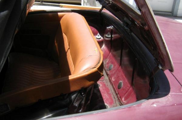 1971-Triumph-Stag-back-seat