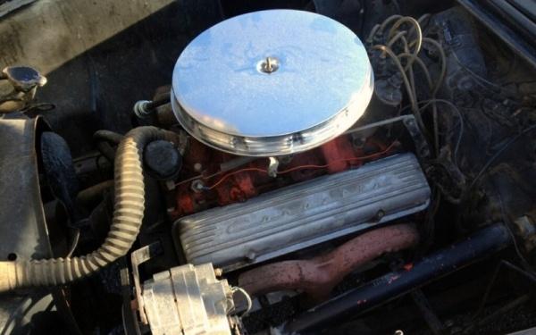 storage-unit-1957-corvette-fuelie-engine
