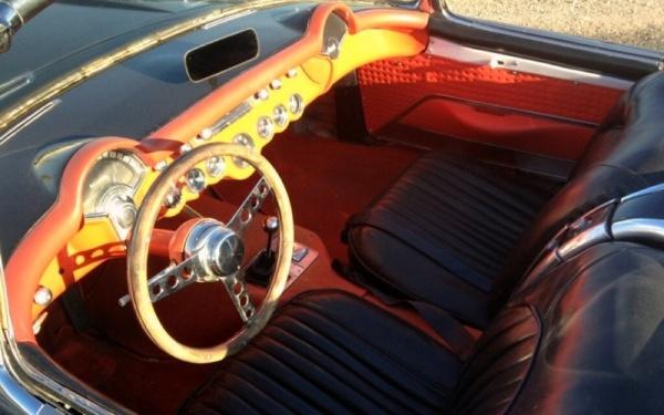 storage-unit-1957-corvette-fuelie-interior