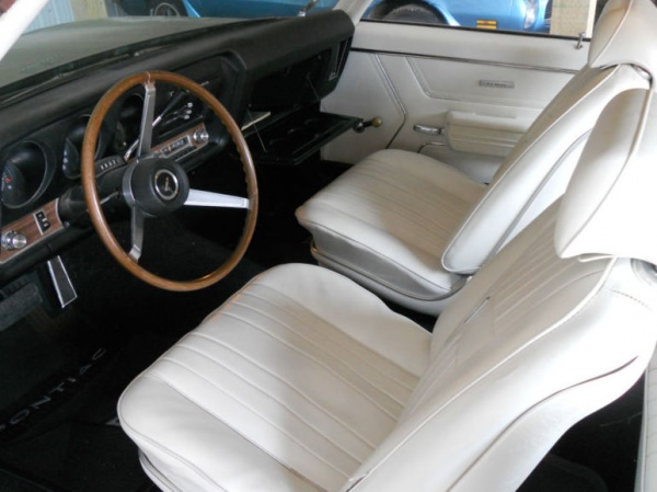 limelight-1969-Pontiac-LeMans-interior
